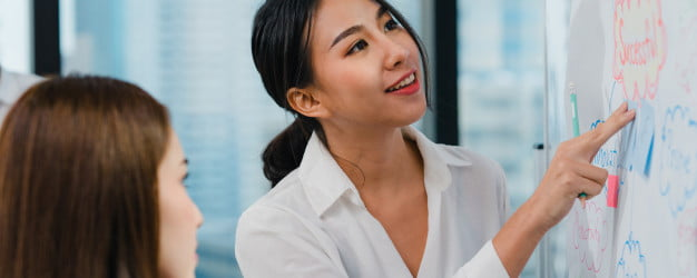 asia businessmen businesswomen meeting brainstorming ideas conducting business presentation project colleagues working together plan success strategy enjoy teamwork small modern office 7861 2518